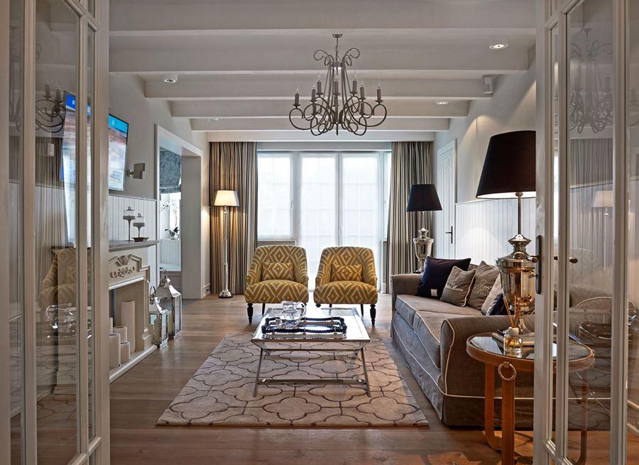 nietuzinkowy salon w stylu modern classic inspiracja