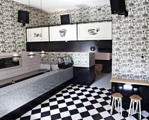 Bar w czerni i bieli