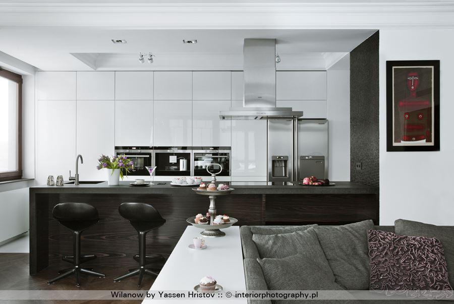 Kuchnia połączona z salonem w stylu modern classic  Architektura, wnętrza, t   -> Kuchnia Czarna Na Wysoki Polysk