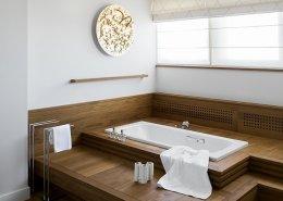 Drewniany parkiet w łazience