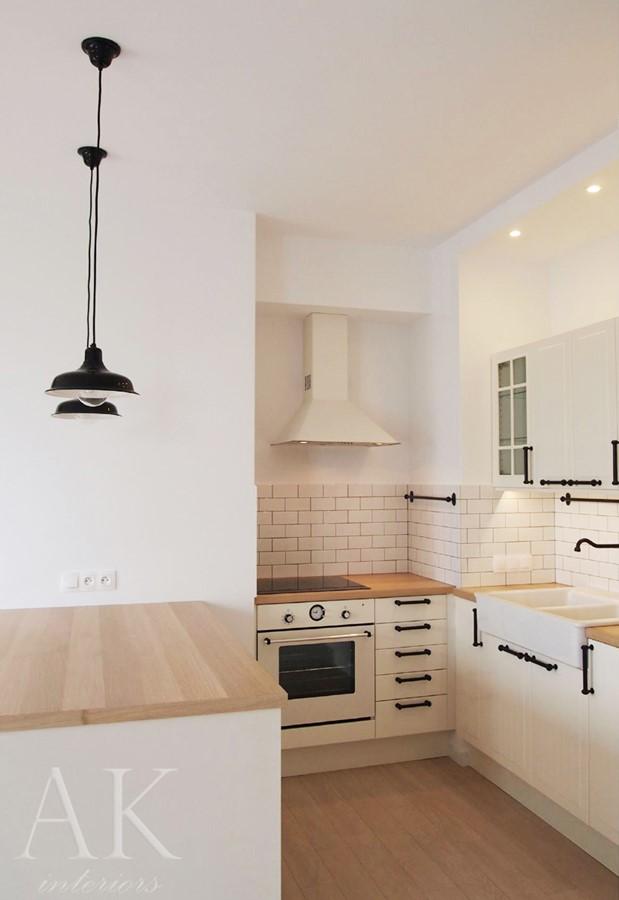Otwarta kuchnia z barkiem w klasycznym stylu  Architektura, wnętrza, technol