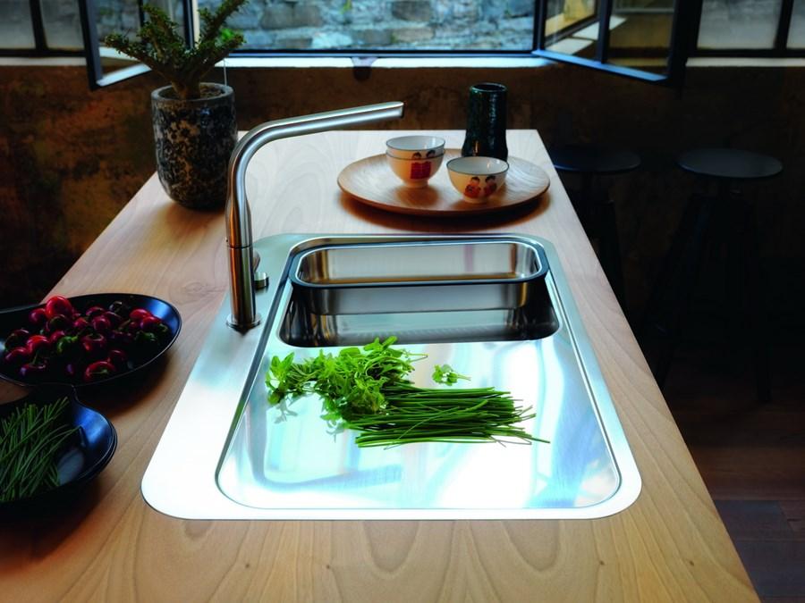 Przestronna kuchnia w nowoczesnym stylu  Architektura, wnętrza, technologia,
