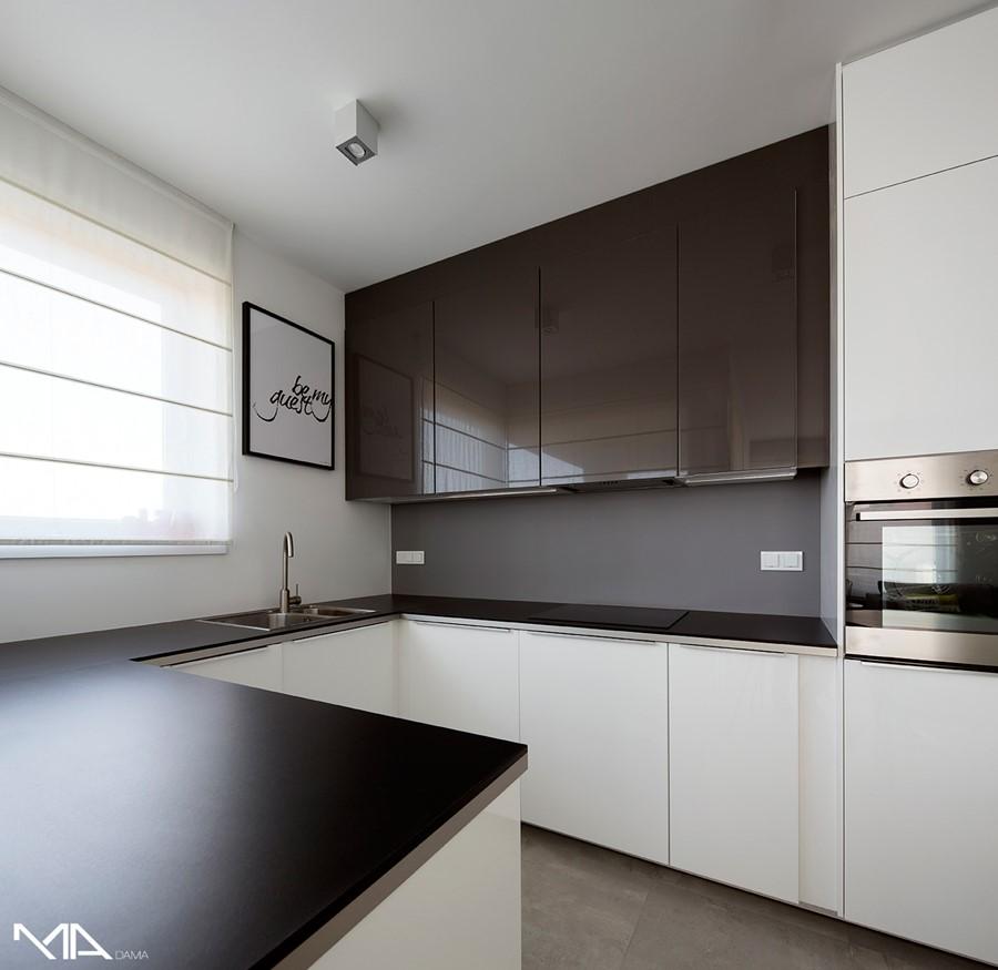 Biały pokój dzienny w nowoczesnym mieszkaniu  Architektura, wnętrza, technol