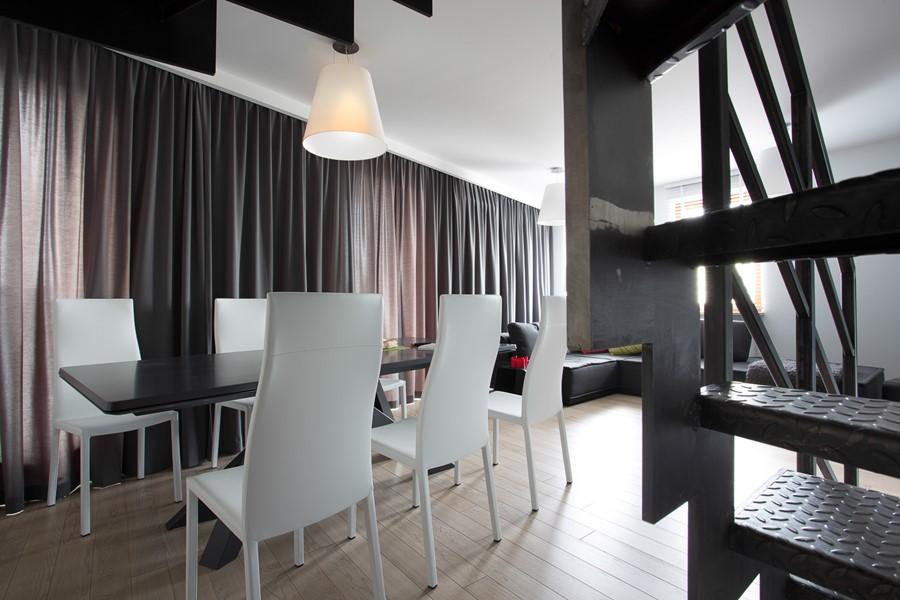 Salon z jadalnią w bieli i szarościach - Architektura, wnętrza, technologia, design - HomeSquare