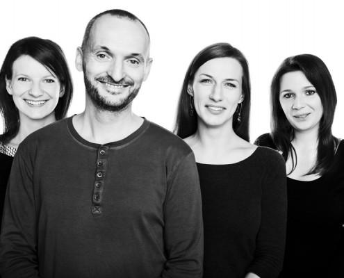 Projektant Szymon Tarnowski ze swoim zespołem