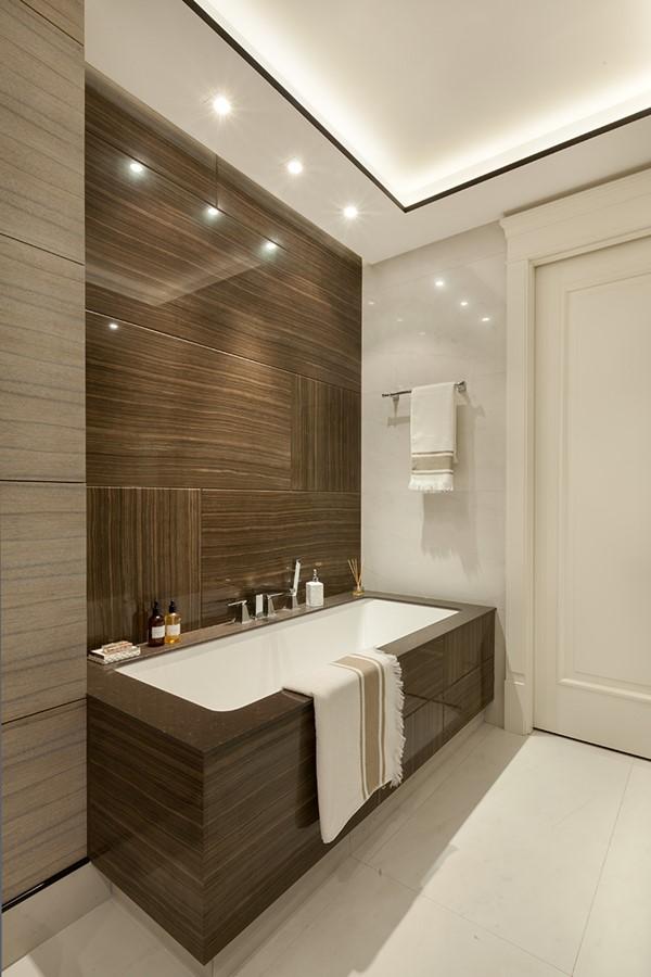 Nowoczesna łazienka w bieli i brązie - Architektura, wnętrza, technologia, design - HomeSquare