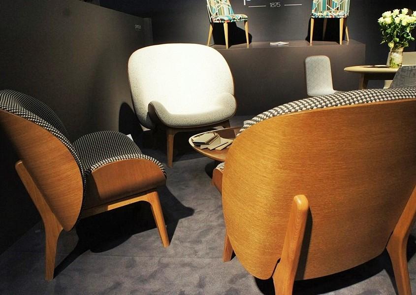 krągłe kształty mebli inspirowane epoką lat 50. i 60.