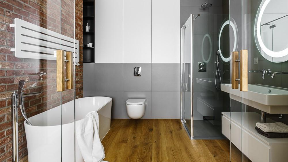 Łazienka z wanna i prysznicem w sypialni styl nowoczesny
