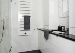 Biała łazienka na wysoki połysk w nowoczesnym stylu
