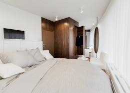 Biało-brązowa sypialnia w nowoczesnym stylu
