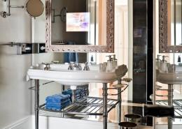 Innowacyjna łazienka z TV w lustrze