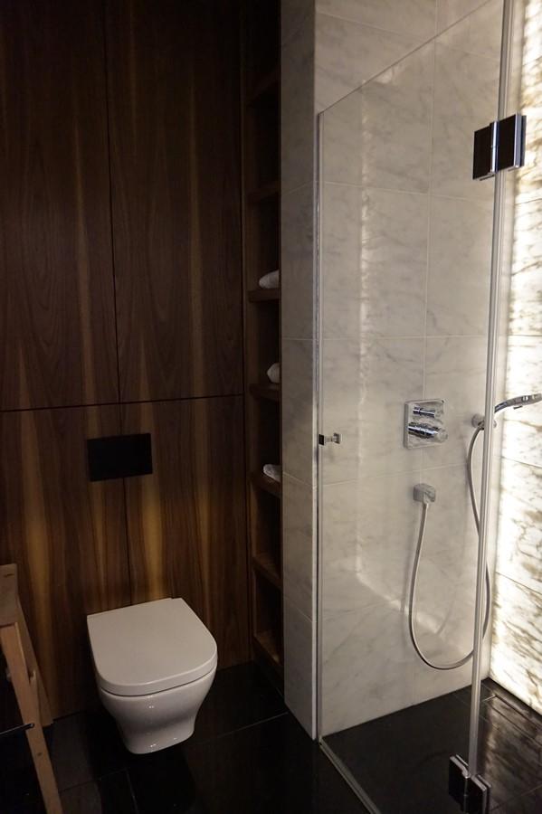 Drewno W Małej łazience Z Prysznicem Inspiracja Homesquare