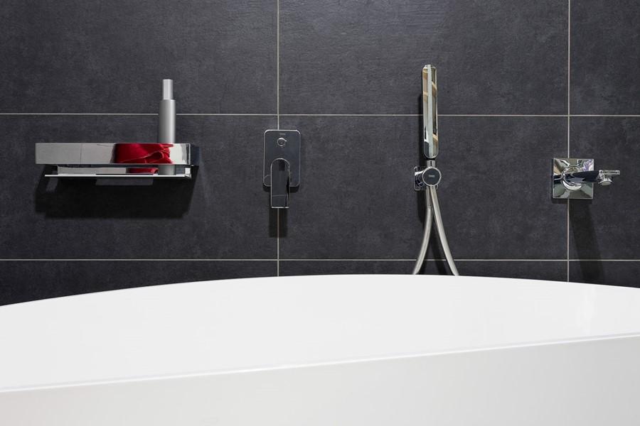 Nowoczesna armatura do łazienki ze stali nierdzewnej