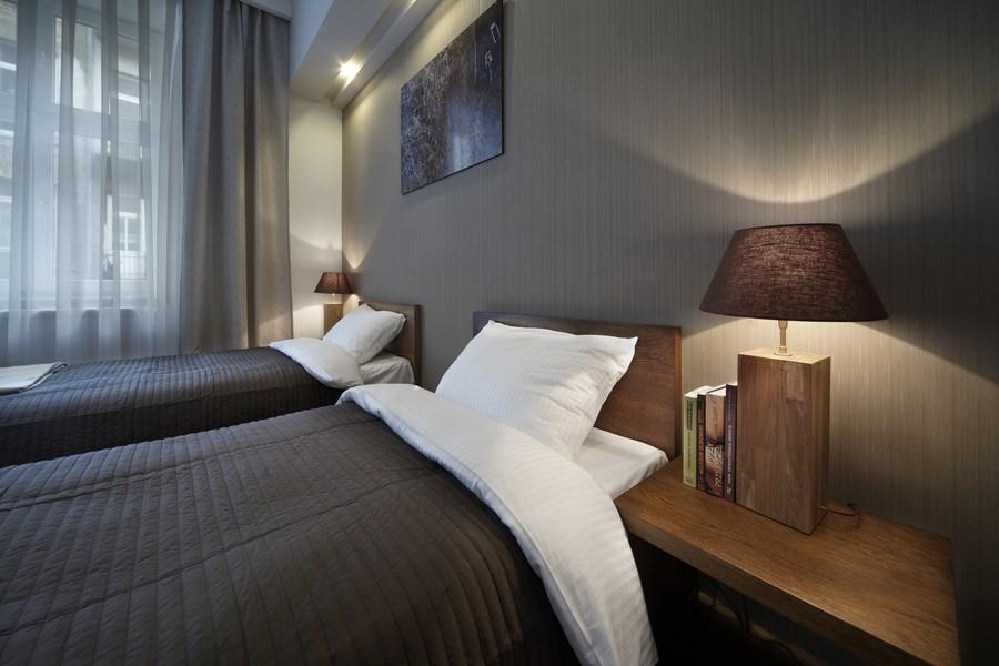 Nowoczesna sypialnia dla gości - Architektura, wnętrza, technologia, design - HomeSquare