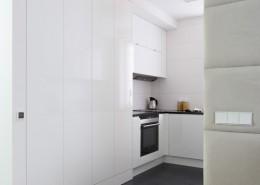 Nowoczesne meble kuchenne w bieli bez uchwytów