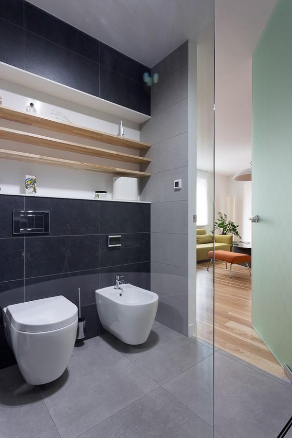 Nowoczesne półki łazienkowe we wnęce
