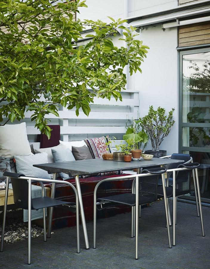 Nowoczesny taras ze stołem jadalnianym nowoczesne meble ogrodowe