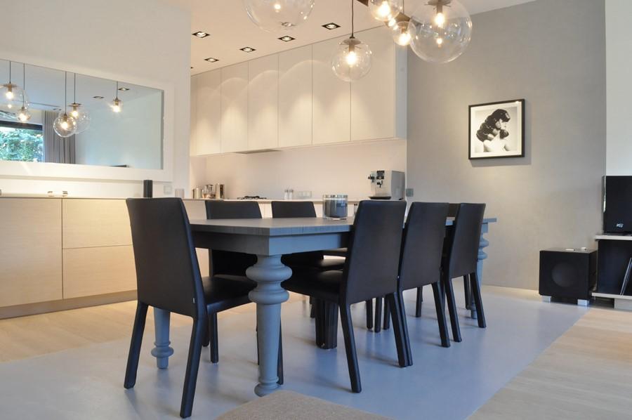 Połączenie salonu i jadalni w nowoczesnym stylu
