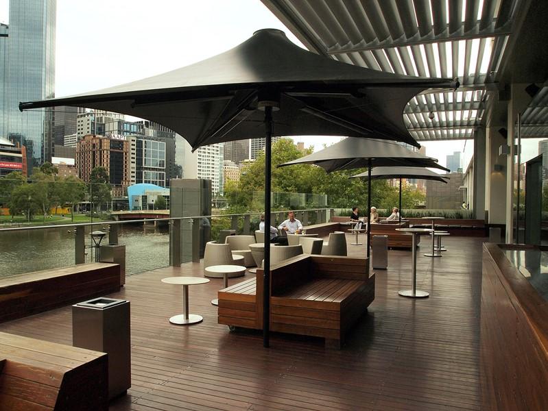 Czarny parasol całoroczny Heatray