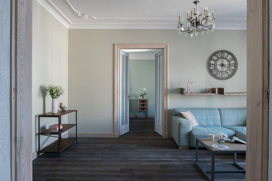Eklektyczny salon klasyka połączona z nowoczesnym Jacek Tryc