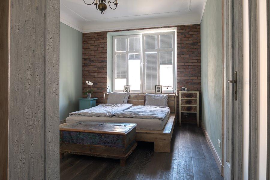 Styl eko w eklektycznej sypialni shabby chic
