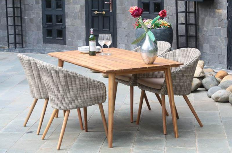 Drewniany stół o krzesła ogrodowe - wymarzony ogród meble i dekoracje ogrodowe
