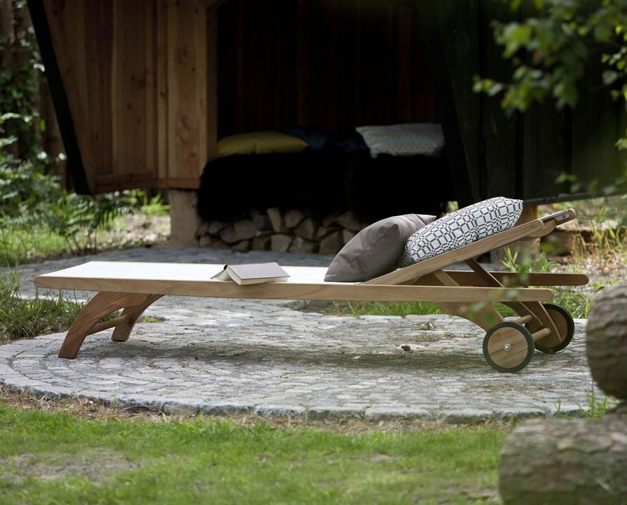 Leżak ogrodowy drewniany - wymarzony ogród meble i dekoracje ogrodowe