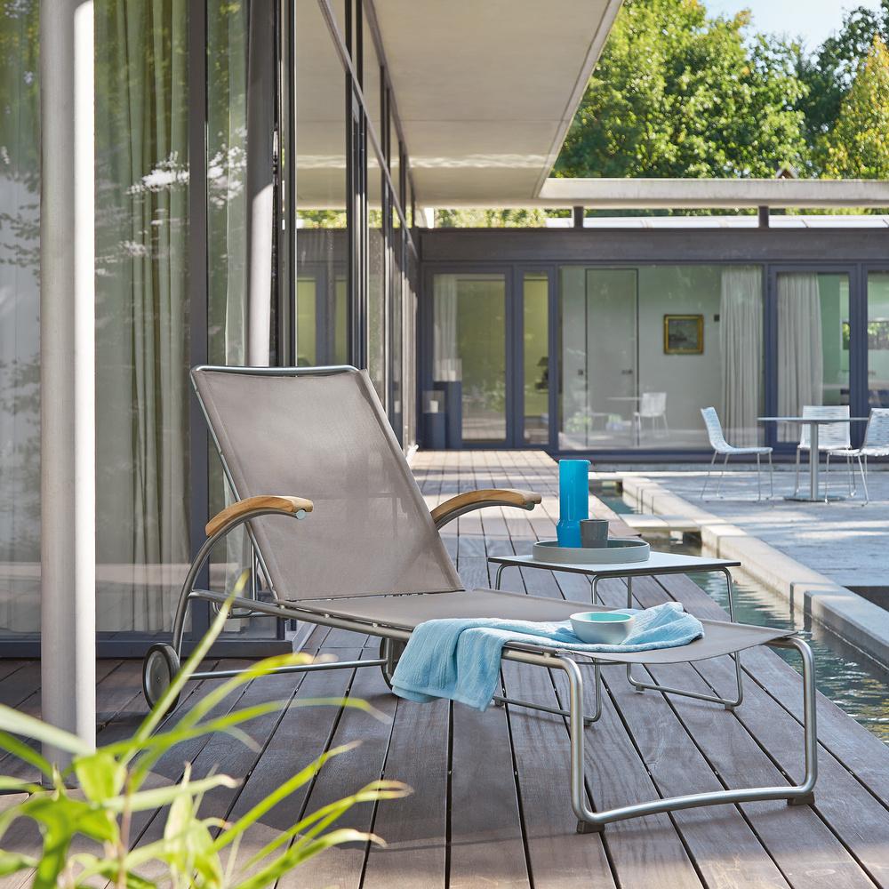 Leżak ogrodwy na kółkach Garpa - wymarzony ogród meble i dekoracje ogrodowe