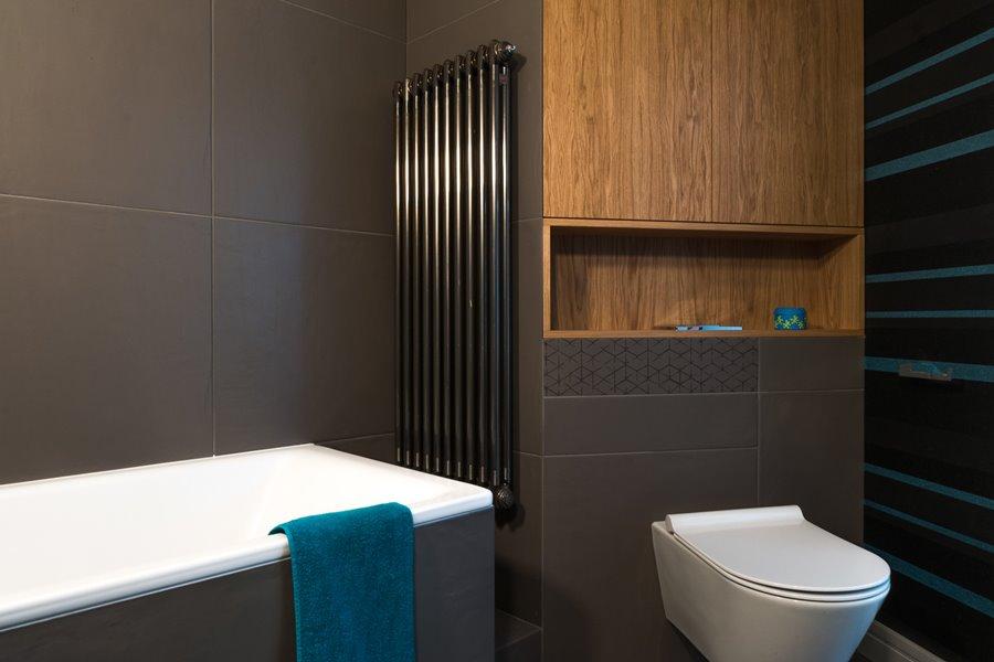 Mała łazienka z wanną styl nowoczesny
