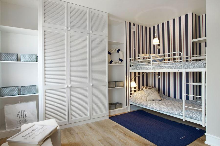 Marynistyczny pokój dla dwóch chłopców z piętrowym łóżkiem pomysły i inspiracje - pokoje dla dzieci