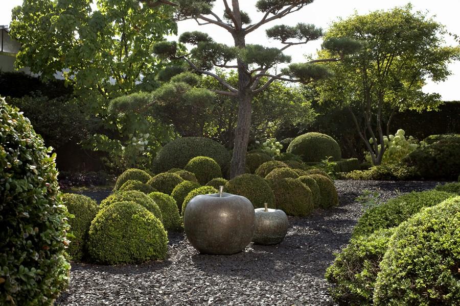 Rzeźba jabłko z brązu - wymarzony ogród meble i dekoracje ogrodowe
