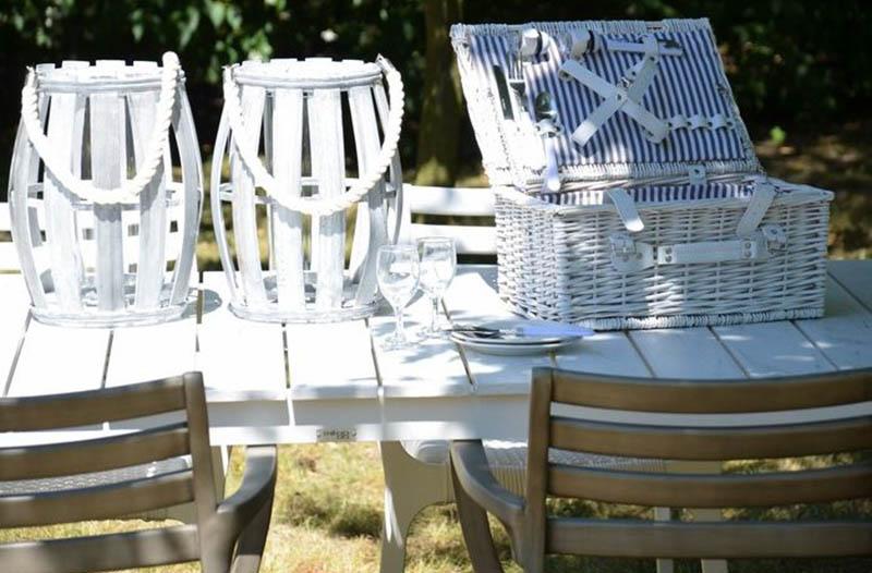 Taras w bieli - wymarzony ogród meble i dekoracje ogrodowe