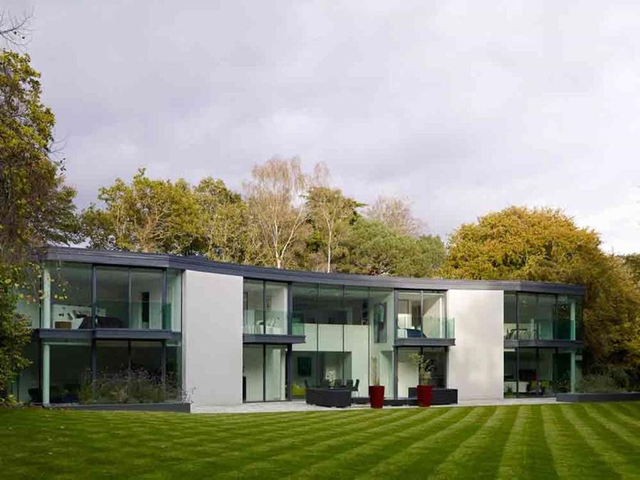 Dom w bieli Western Design Architects ogród