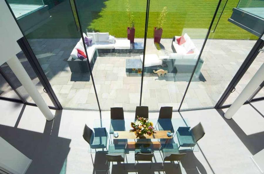 Dom w bieli Western Design Architects otwarta jadalnia