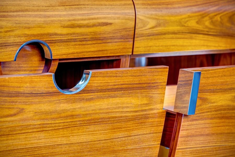 konsola firmy Wirchomski, szlachetne drewno i stal polerowana