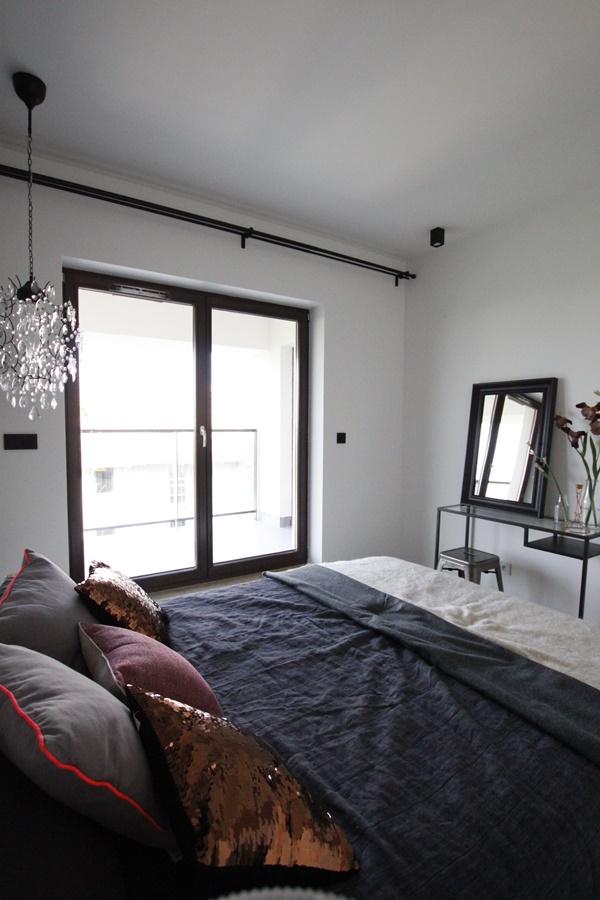 eklektyczna sypialnia z garderob� architektura wnętrza