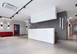 Beton architektoniczny w minimalistycznym biurowcu Concreate Studio