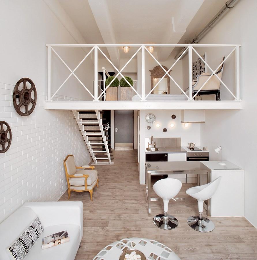 Biały salon z aneksem kuchennym Justyna Smolec