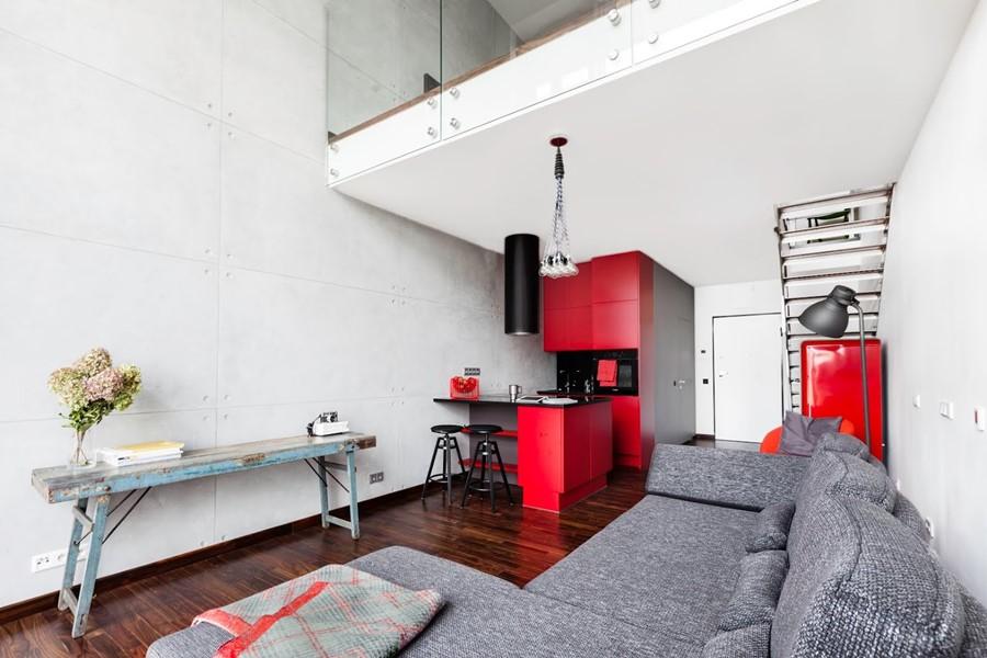 Nowoczesny loft salon i aneks kuchenny Justyna Smolec
