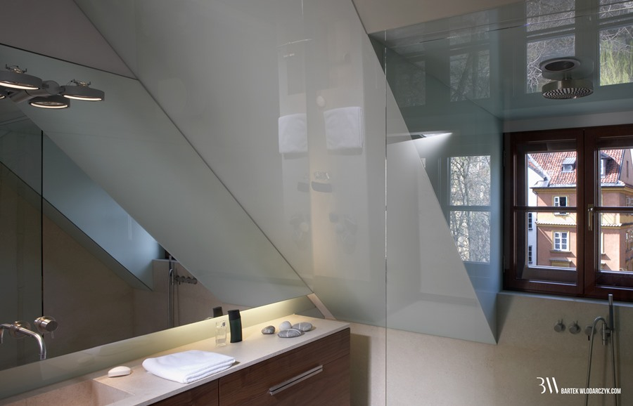 Otwarty prysznic w małej łazience Bartek Włodarczyk