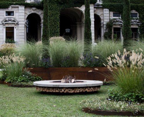Luksusowe palenisko w ogrodzie AK 47