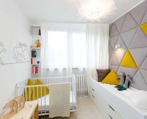 Trójkątne panele ścienne w pokoju dla niemowlaka Home and Living Wnętrza