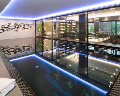Wewnętrzny basen w nowoczesnym wydaniu EXITDESIGN