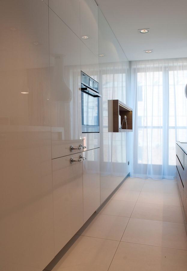 Biała kuchnia na wysoki połysk  Architektura, wnętrza, technologia, design  -> Biala Kuchnia Na Wysoki Polysk Z Czarnym Blatem