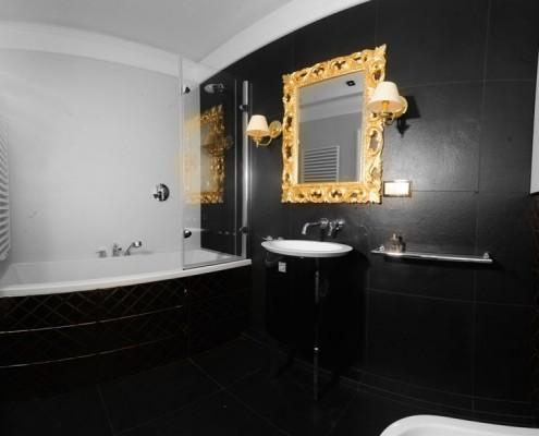 Dominująca czerń w łazience Sikora Wnętrza