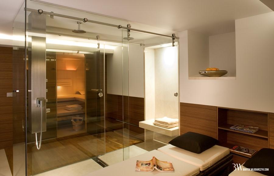 Duża łazienka z przeszkleniem nowoczesne trendy