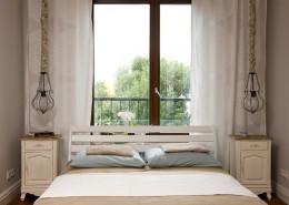 Eklektyczna sypialnia w jasnych beżach Poco Design