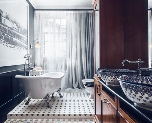 Klasyczna łazienka z wolnostojącą wanną Sikorski Wnętrza