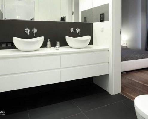 Mała łazienka w sąsiedztwie sypialni Agnieszka Ludwinowska