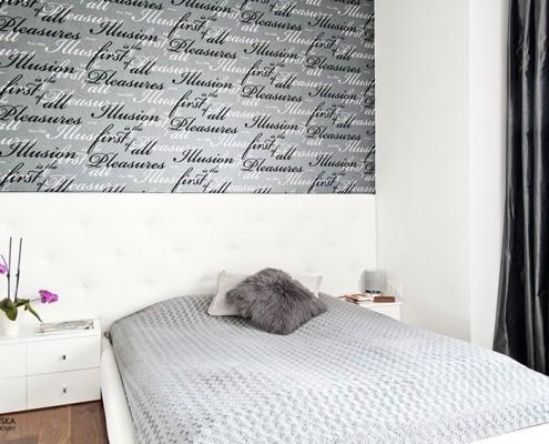 Niskie łóżko w nowoczesnej sypialni Agniszka Ludwinowska
